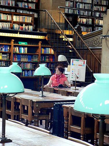 anne à la bibliothèque.jpg