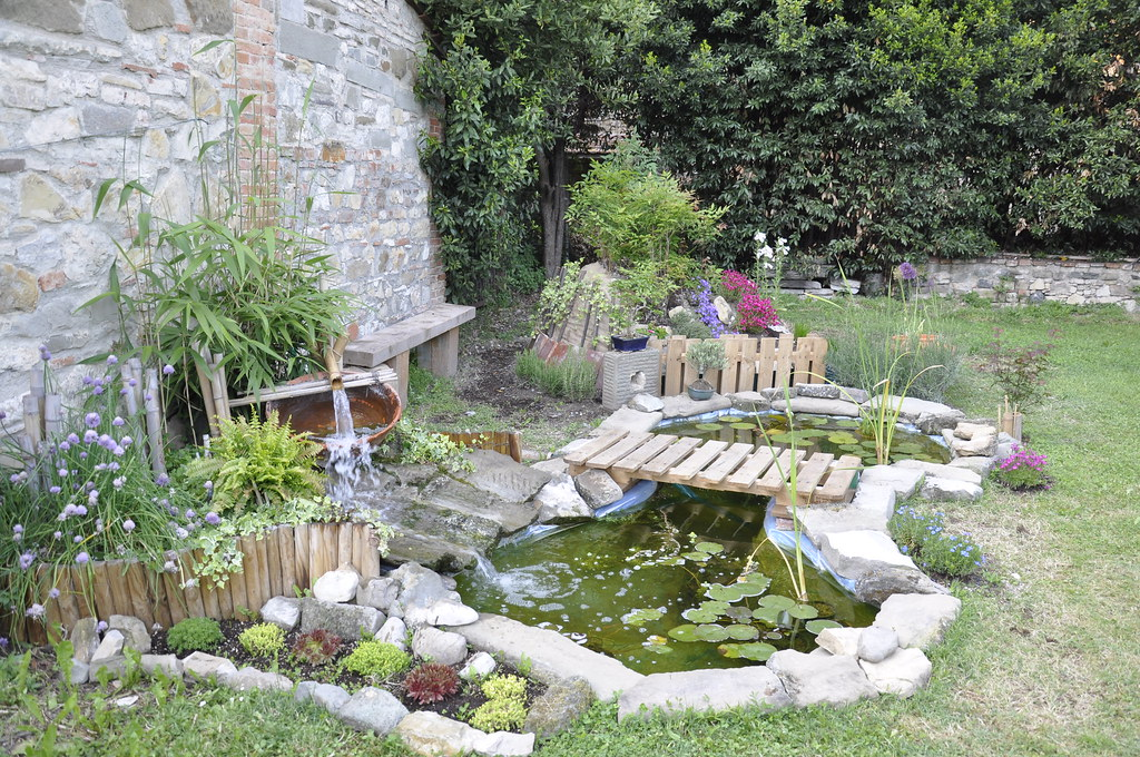 Pin fontane cascate e laghetti da giardino on pinterest for Cascate per laghetti da giardino