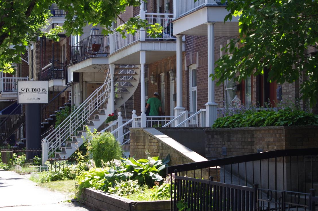 Maison typique rue st denis montr al qu bec canada flickr photo sharing - Maison vendeenne typique ...
