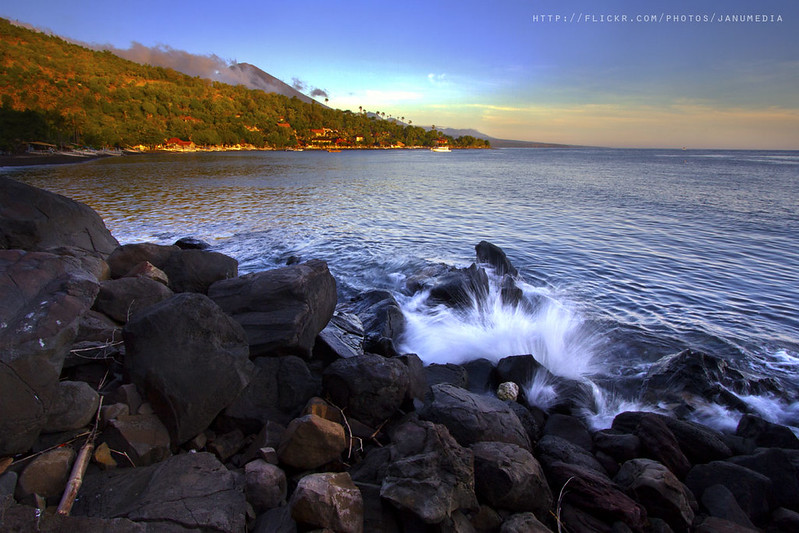 image of water splash at jemeluk beach, amed, karangasem