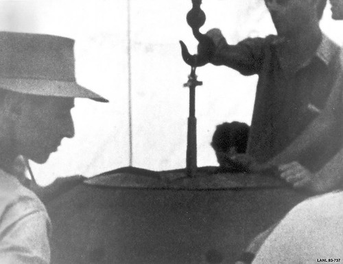 Oppenheimer oversees final assembly of Gadget