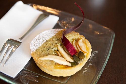 Pear pistachio tart thing
