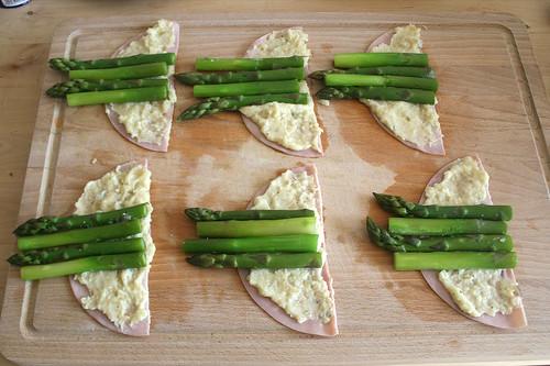 26 - Mit Spargel belegen / Add asparagus