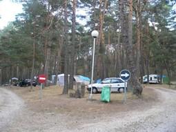 El camping Fuente del Botón, en medio del pinar.