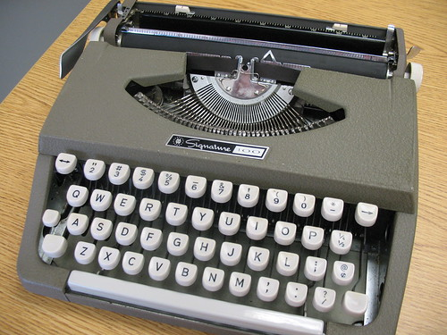 Signature 100 Typewriter