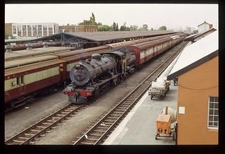 050b. 1980-12. Class 14R AIDA shunting in De Aar Station - South African Railways.
