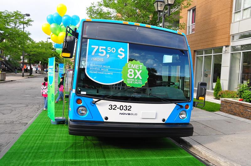Publicité de la Société de Transport de Montréal pendant le Week-end du Grand Prix dans la Petite Italie