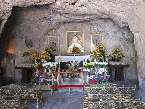 ラ・ペーニャ聖母礼拝堂の祭壇・・・ミハス by Poran111