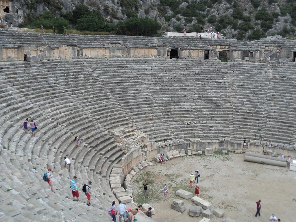 Древний греко-римский театр (лазилки :))