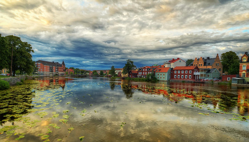 city bridge trees houses clouds buildings reflections landscape day waterlily cloudy sweden dramatic gamlastan sverige hdr eskilstuna waterscape eskilstunaån näckrosor rådhusbron