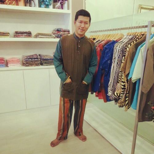Smart & kasual. Ini dia koleksi baju raya tajaan dari Pelakon Zizan Nin. TQ bro