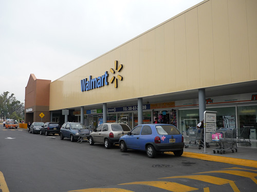 a Walmart in Mexico (by: El Angel Exterminator, creative commons)