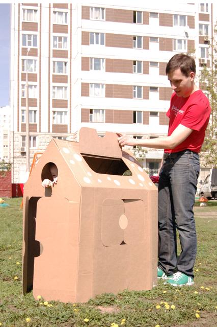 Cardboard house_001
