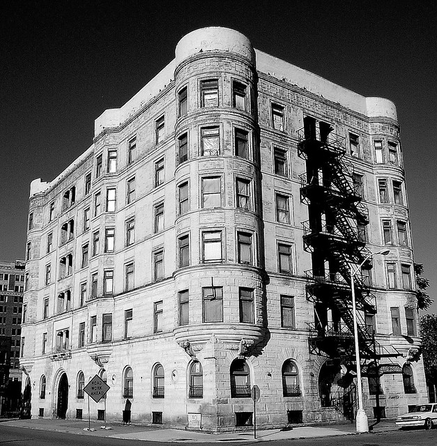 Creepy Abandoned Places In Denver: Alhambra Apartments: 100-112 Temple Street (Black And