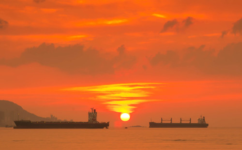Sun setting in in Penang by andruphotography
