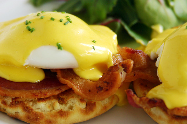 eggs benedict american bacon buttermilk english muffin