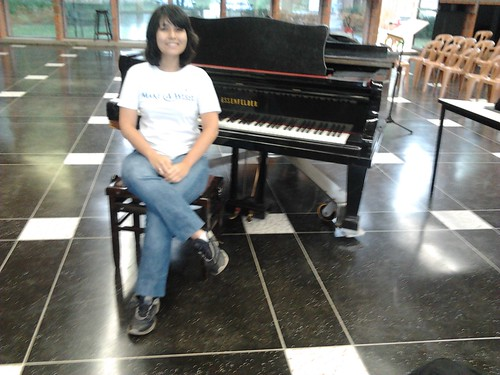 Sendo poser no piano do coral :3