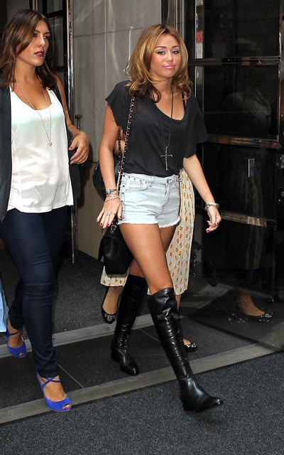 Miley Cyrus Denim Shorts Celebrity Style Women's Fashion