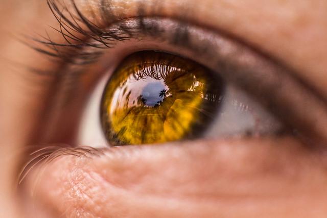 yellow eyes human - photo #37
