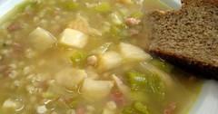 Gerstensuppe  - kroupová polévka