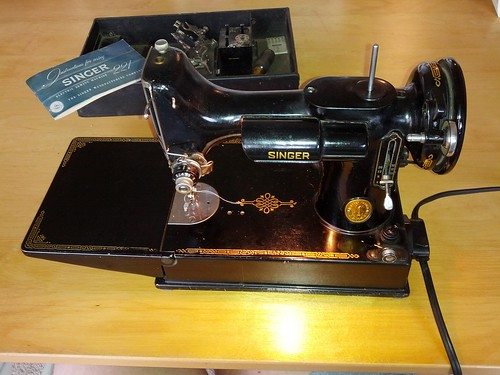 my new sewing machine - an old Singer Featherweight by Ms.Alleycat