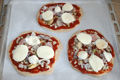 44 - Mit Mozzarella belegen / Add Mozzarella