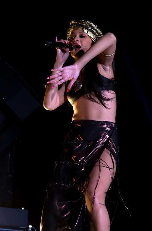 Rihanna_-_Peace___Love_Festival_-_in_Borl_nge__Sweden_-_300612_304