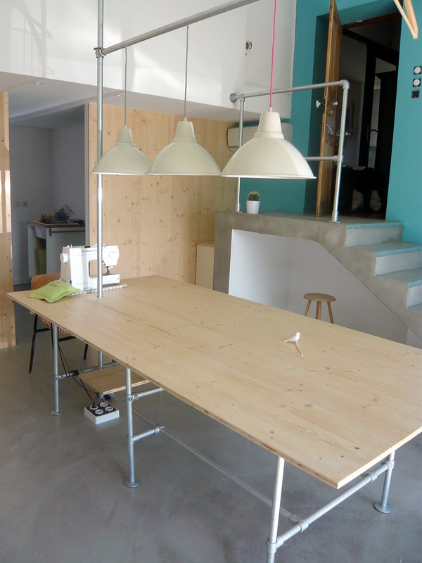 Seamstress studio workshop features industrial furniture - Sewing table for small spaces design ...