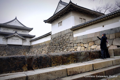 castle-entrance-osaka-old-structure