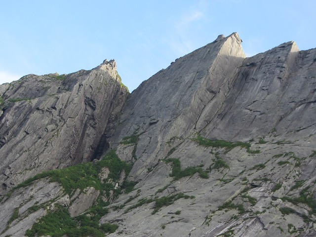 Peaks above Western Brook Pond