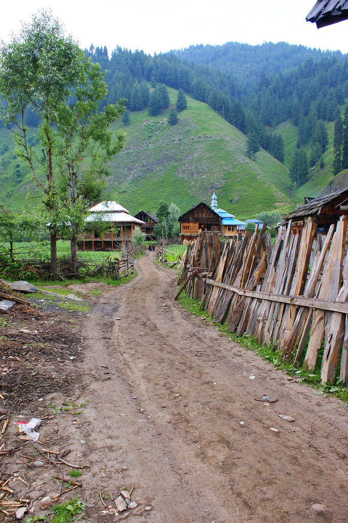 """MJC Summer 2012 Excursion to Neelum Valley with the great """"LIBRA"""" and Co - 7595648400 92e124568c b"""