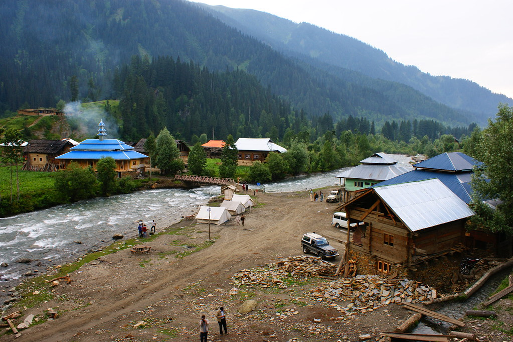 """MJC Summer 2012 Excursion to Neelum Valley with the great """"LIBRA"""" and Co - 7596081338 1fe16343bc b"""