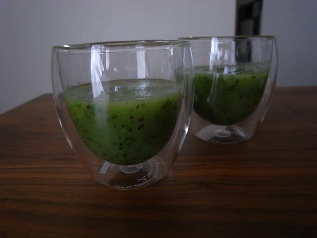 大葉とキウイのグリーンジュース
