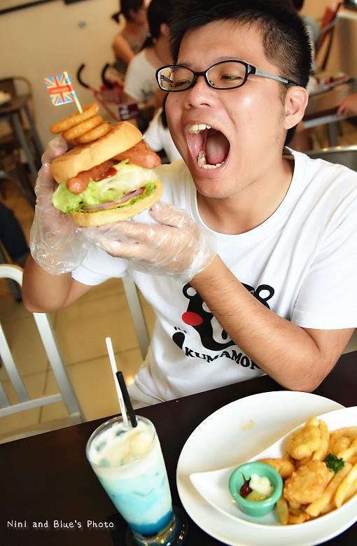 28743018525 271115ea0e b - 【熱血採訪】漢堡巴士Burger Bus 台中東區早午餐、咖啡,近旱溪夜市