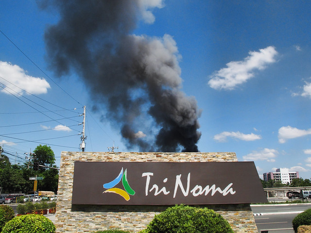 agham fire smoke behind trinoma sign