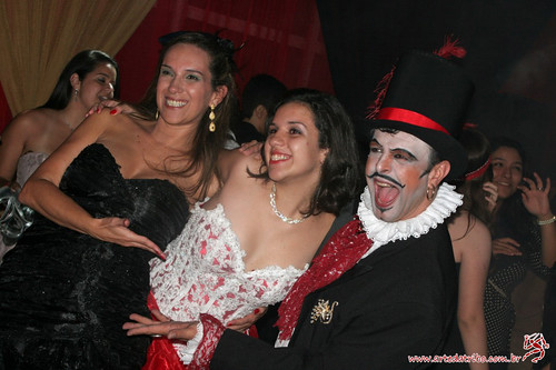 FESTA DE DEBUTANTE – MOULIN ROUGE - Buffet Center