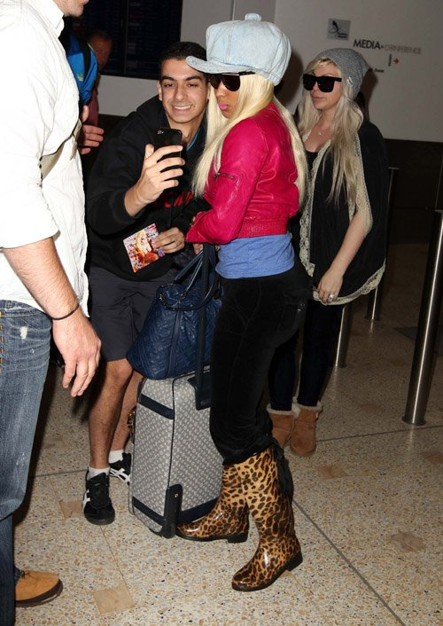 Nicki-Minaj-photo-with-fans-Sydney