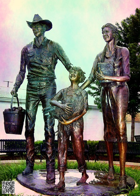 Pioneer Family - Centennial Park in Broken Arrow, OK