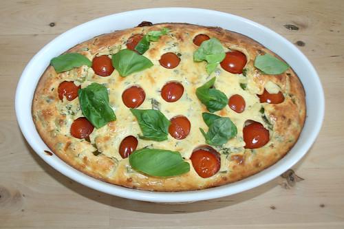 32 - Ricotta-Tomatenauflauf mit Ziegenfrischkäse / Ricotta tomato casserole with goat cream cheese - Mit Basilikum garnieren