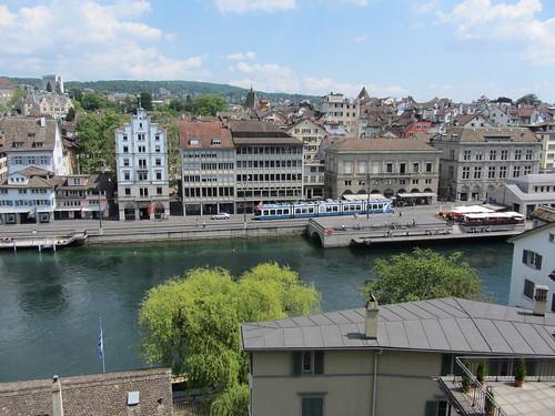 Die Limmat und die Innenstadt von Zürich vom Lindenhof aus gesehen