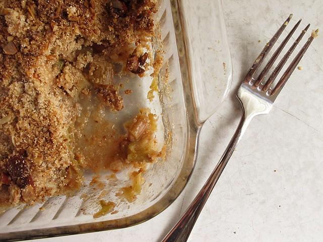 gluten free rhubarb crisp