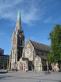 ChristChurch Cathedral, before the quakes (by: Greg O'Beirne, creative commons)