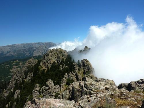 Sommet de Punta di Quercitella : vue vers le N et les nuages en versant Est