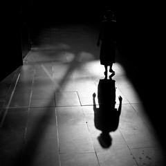 [フリー画像素材] 人物, 影, モノクロ ID:201207310600