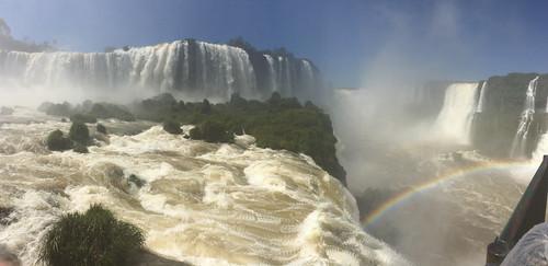 Les chutes d'Iguaçu: au fond, dans le brouillard d'eau, c'est la Garganta del Diablo