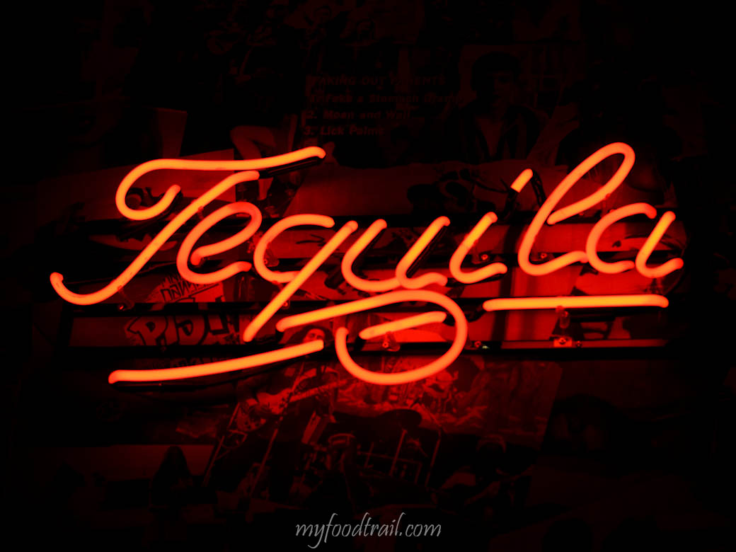 Touche Hombre – Tequila sign