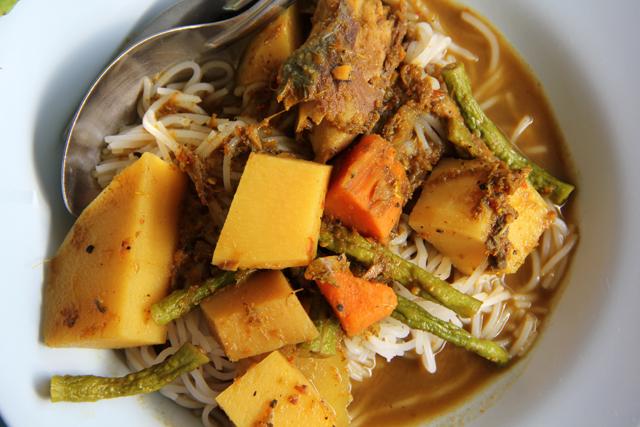 Gaeng Tai Pla (Fish Kidney Curry) แกงไตปลา