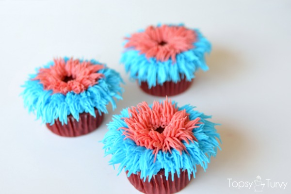 fourth-of-july-firework-cupcakes-red-row-two