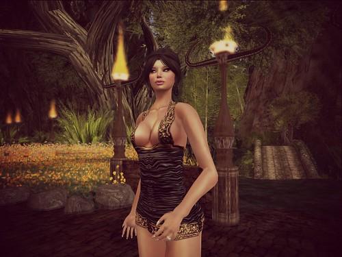 Eluzion * Mariasha - Black = 19 l by Cherokeeh Asteria