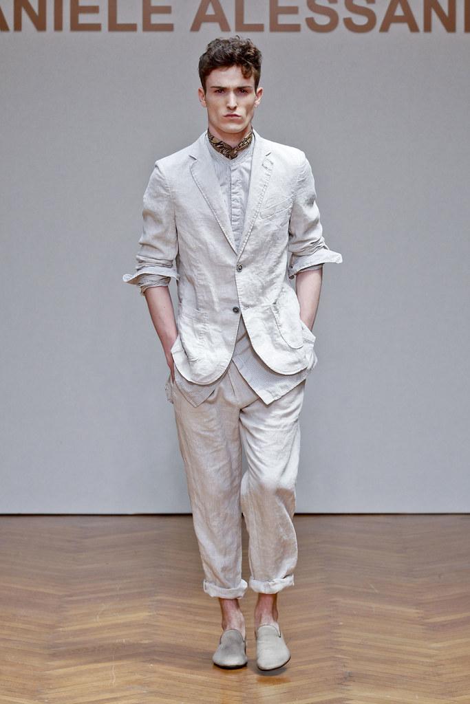 SS13 Milan Daniele Alessandrini021(fashionising.com)